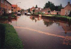"""Novaliastraat: Wateroverlast bij (rechts) bejaardentehuis """"Peeljuweel"""" -  Auteur: niet vermeld - 1996"""