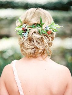 bridal hair with flowers - photo by Morning Light by Michelle Landreau…