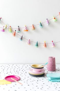 Party Hat Garland diy garland crafts craft ideas diy crafts do it yourself diy projects crafty party crafts do it yourself crafts party diy crafts Diy Party Garland, Diy Party Decorations, Craft Party, Pom Pom Garland, Star Garland, Party Girlande, Festa Party, Elmo Party, Mickey Party