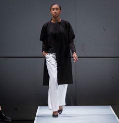 Pantalon lounge avec taille élastique.  45% Lin 30% Viscose 20% Polyester 5% Spandex  Créé et fabriqué à Montréal.  Découvrezd'autres produits de Naïké