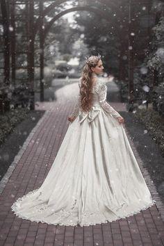 Wedding Quartz Like Resin Crystal Crown Christmas Wedding Dresses, Long Wedding Dresses, Steampunk Wedding Dress, Classic Wedding Gowns, Medieval Wedding, Fantasy Gowns, Winter Wonderland Wedding, Pink Prom Dresses, Crystal Crown