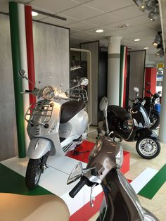 #motos #escaparates #ciaomoto #1954olidesign
