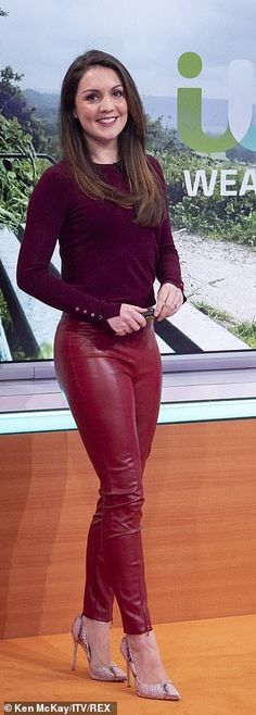 Red Leather Trousers, Tight Leather Pants, Leather Pants Outfit, Faux Leather Leggings, Leather Outfits, High Leather Boots, Sexy Outfits, Skirt Outfits, Lederhosen Outfit