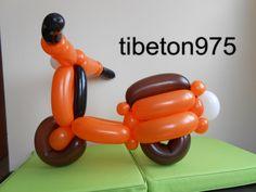 "N° 70 ""La Vespa "" Scooter Vespa balloon , Vespa globo"