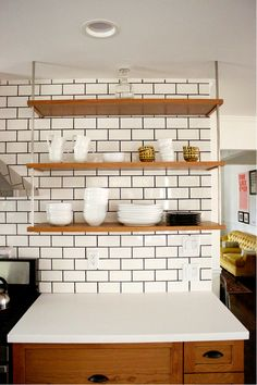 Number One Article On White Subway Tile Kitchen Backsplash 57 Subway Tile Kitchen, Kitchen Backsplash, Kitchen Tiles Design, Interior Design Kitchen, Kitchen Designs, Modern Interior, Black Kitchens, Home Kitchens, Kitchens