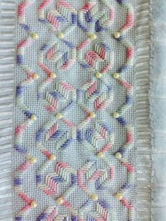 Ponto Reto Swedish Embroidery, Hardanger Embroidery, Ribbon Embroidery, Cross Stitch Embroidery, Embroidery Patterns, Cross Stitch Borders, Cross Stitch Patterns, Palacio Bargello, Swedish Weaving Patterns
