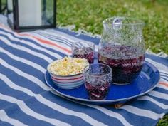 Make an Outdoor Movie Screen | HGTV Art Party Favors, Sweet 16 Party Favors, Sweet 16 Parties, Outdoor Movie Screen, Outdoor Movie Nights, Hgtv Shows, Make It Yourself, Create, Movies