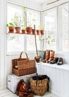 Unelmien Talo ja Koti Swedish Cottage, Swedish House, Cozy Cottage, Cottage Homes, Home Interior, Interior Decorating, Interior Design, Porch Plans, Boho Home