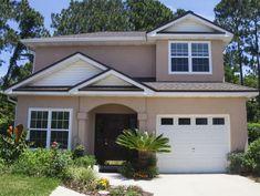 A Dozen Popular Exterior Siding Choices: Stucco Siding Stucco Siding, Exterior Wall Cladding, Stucco Homes, Stucco Exterior, House Siding, Exterior Design, Stucco House Colors, Stone Exterior Houses, Bungalow Exterior