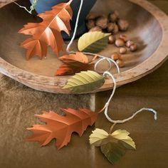 Une guirlande de feuilles en métal repoussé, automne, DIY, décoration / A garland of leaves in pushed away metal