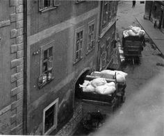 The emptying of apartments of Jews in Sopron (1944).