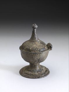 salt sellar 1400 - 1500 Dimensions h. 10 x w. 6.4 cm Material and technique pewter