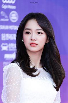 Wannaioi Kim Chungha, Jung Chaeyeon, Ulzzang Korean Girl, Girl Artist, Korean Celebrities, Korean Actors, Girls World, Korean Women, K Idols