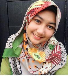 "Bella Rizky di Instagram ""pada akhirnya, semua akan jatuh cinta tanpa memiliki alasan yang dibuat-buat. #komunitas_hijab_indonesia #hits #hijabercantik…"""