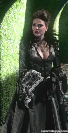 """Regina """"wonderland"""" outfit"""