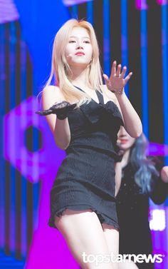 Kpop Girl Groups, Korean Girl Groups, Kpop Girls, Anime Girls, Stage Outfits, Kpop Outfits, Girl Outfits, Sana Minatozaki, Twice Kpop