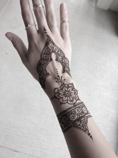 Pinterest ----> //DarkFrozenOcean\\  #henna #ink #print #design #pretty #unique #art #brown #black #white #tattoo