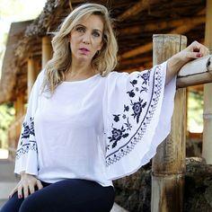 Estou  apaixonada por esta blusa de manga maxi. Um arraso, vocês não acham? Disponível em duas  cores Off White e Preto. Photo :@lucasfrazaophotoart_