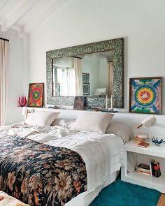 Colores potentes, frescor y comodidad, de mano de la interiorista María Lladó, componen espacios en los que, simplemente, apetece estar. El emplazamiento de esta casa cerca del Cantábrico es, además,...