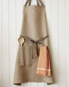 STUDIOPATRO Natural Kitchen Apron An elegant apron yet thoroughly tested and approved for durability. A simple blank canvas for all the colorful ingredients and spices. Comfortable straps fit to your body and eliminate any strain on your neck. Natural Kitchen, Linen Apron, Chef Apron, Sewing Aprons, Kitchen Aprons, Fabric Crafts, Sewing Projects, Creations, Textiles