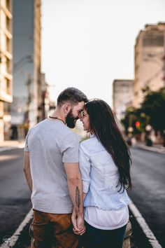 Photo Poses For Couples, Couple Photoshoot Poses, Engagement Photo Outfits, Couple Photography Poses, Cute Couples Goals, Couple Posing, Engagement Photos, Couple Style, Surprise Proposal Pictures