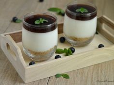mousse allo yogurt con gelatina di mirtilli