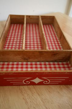Vintage silverware tray - that red gingham looks really nice in there Red And White Kitchen, Red Kitchen, Vintage Kitchen, Country Kitchen, Kitchen Ideas, Vintage Love, Vintage Decor, Vintage Antiques, Vintage Heart