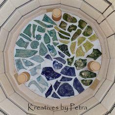 einen Blick in meinen Brennofen ;-))  bunte Fliesenstücke für mein Mosaik in meiner Werkstatt kreativesbypetra #Keramik #ceramik #brennofen #Glasur #glasurbrand #glaze #ton #töpfern #töpferei #plattemtechnik #herzen #fliesen #botz Petra, Bunt, Stepping Stones, Pottery, Plates, Tableware, Outdoor Decor, Home Decor, Mosaics