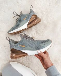 new shoes for the new year // everyday comfort / nike shoes // exercise goals Cute Nike Shoes, Cute Nikes, Nike Air Shoes, Cute Sneakers, Nike Air Max, Nike Workout Shoes, Nike Tennis Shoes, Women's Nike Sneakers, Colorful Nike Shoes