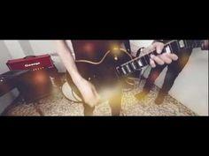 EL RUIDO QUE ME SIGUE SIEMPRE: MAGA. Ya hay videoclip oficial para una de las grandes canciones que nos dejó el indie-rock el pasado año: El ruido que me sigue siempre, de los sevillanos Maga. Simple, minimalista, efectivo como la canción que ilustra, el vídeo dirigido por Diego Delgado potencia las cualidades de un tema que a la primera escucha se graba en el cerebro sin opción a escapar de él. Como todo buen ejemplo de rock.
