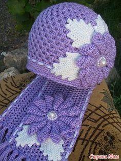 Obviously, I can't read anything on this site, but I really love this scarf & hat. ~ Шапочка и берет на осень. Комментарии : LiveInternet - Российский Сервис Онлайн-Дневников