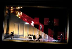 set design by Johan Engels-Maskerade. Love the sharp color divide.