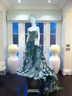 New Christmas Tree Wedding Decorations Dress Form Ideas Mannequin Christmas Tree, Dress Form Christmas Tree, Unique Christmas Trees, Holiday Tree, Christmas Holidays, Christmas Crafts, Christmas Ornaments, Xmas Trees, Christmas Presents