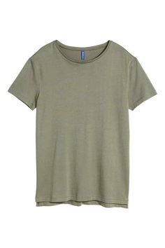 Long T-shirt: Long T-shirt in soft jersey with slits in the sides. Slightly longer at the back.