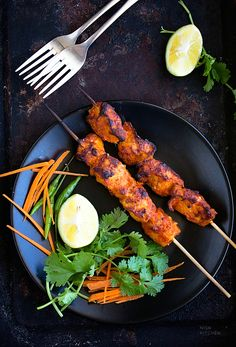 The combo of delicate fish and aromatic spices makes this fish tikka incredibly tasty and a guaranteed winner at your next gathering North Indian Recipes, Indian Food Recipes, Asian Recipes, Easy Healthy Recipes, Healthy Cooking, Healthy Food, Salmon Recipes, Fish Recipes, Grilling Recipes