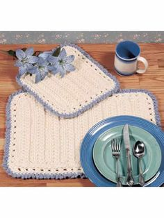 Kitchen Fixin's: With just a few quick stitches and bulky yarn, you'll have a new set of place mats with a matching hot pad!