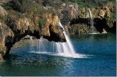 El Parque Natural de las Lagunas de Ruidera -Las Lagunas de Ruidera han sido escenario del rodaje de la película de Miguel y William, producción hispano-inglesa sobre la vida de Cervantes y Shakespeare, así como de la película El Capitán Trueno.