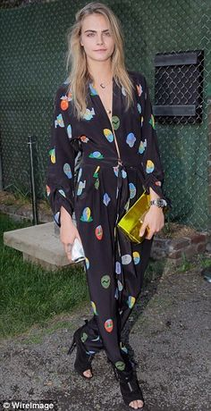 Pyjama game: Cara Delevingne and Cameron Diaz have both taken to major events in sleepwear. Botines Peep Toe, Cara Delevingne Style, 2016 Trends, Models Off Duty, Printed Pants, Party Fashion, Streetwear Fashion, Hot, Street Wear