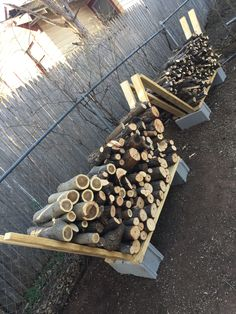 DIY firewood rack ideas will help you to keep the piles of firewood dry so you can enjoy bonfires in your back yard.