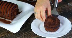 Táto sladká švajčiarska roláda je typická svojou bohatou čokoládovou chuťou a lákavou arómou. Švajčiarská čokoládová roláda, recept, návod ako postupovať