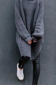 Zara sweater + Wilfred leather leggings +converse = the perfect combination Looks Street Style, Looks Style, Style Me, Fashion Mode, Look Fashion, Womens Fashion, Mode Outfits, Casual Outfits, Look Legging