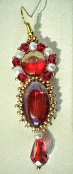 Cabochon rosso e perline dorate