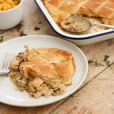Easy to make and totally delicious, this Quorn Chicken Pie is a lovely vegetarian alternative to a roast dinner, but is quick enough to make on a busy weeknight too. (Serves depending on appetite. Quorn Recipes, Veggie Recipes, Healthy Recipes, Quorn Meals, Pie Recipes, Chicken Recipes, Chicken Menu, Recipies, Veggie Dinners