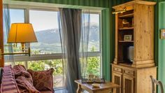 Le Clos De Marie Font Romeu Le Clos de Marie is a charming residence offering elegant accommodation in the heart of the Pyrenean village of Font-Romeu. You can admire the views over the surrounding mountains. Guests are offered discounted price at the Ski Set Shop.
