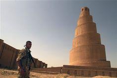 sunni-militiaman-spiral-minaret-samarra-iraq-090610jpg-a8e964c794661c6a.jpg 512×341 Pixel