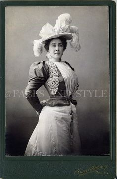 1890s lace trimmed bodice