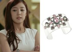"Lee Se-Young 이세영 in ""Trot Lovers"" Episode 8.  J.estina Lilla New Decoration Bracelet #Kdrama #TrotLovers 트로트의연인 #LeeSeYoung"