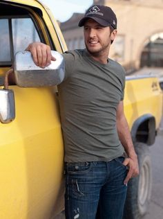 Luke Bryan  39 days til the concert!!!!