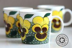 Arabia Heljä Liukko-Sundström kukkamuki Lempeä hymy (2010) I Cup, Types Of Flowers, Marimekko, Drinking Tea, Metallica, Finland, Coffee Cups, Scandinavian, Bloom