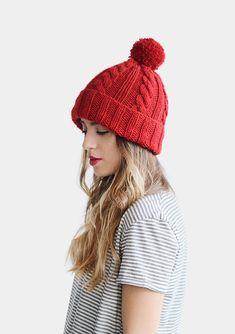 Câble tricot Bonnet, bonnet rouge, à la main femmes hiver bonnet tricoté  avec Pom daba90e40d5